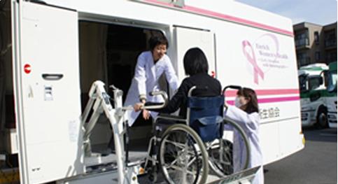 車椅子のままで受診ができます。